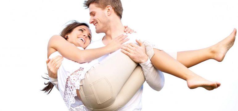 9 أفكار ونصائح فعالة لمداعبة زوجكِ للإستمتاع في العلاقة الحميمة