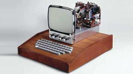 أول جهاز كمبيوتر أبل 1
