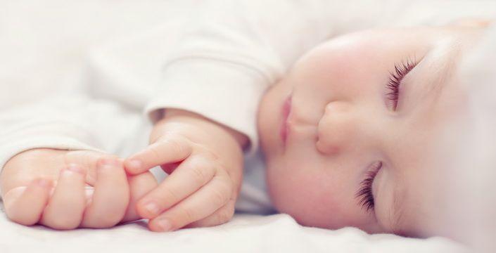 تعرفي على أصح طريقة لنوم طفلك