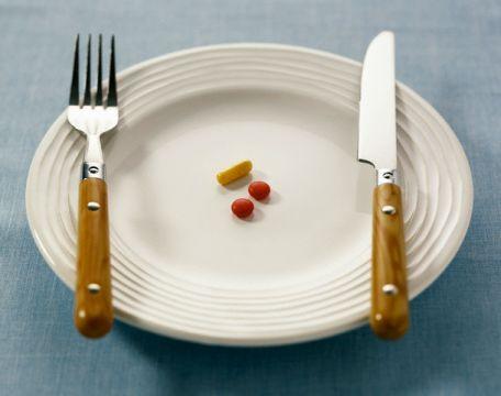 قلة الأكل لا تساعد على فقدان الوزن!