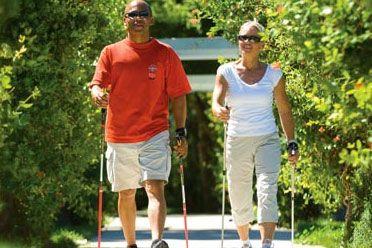 استخدام عصا أثناء المشي يمكن أن تساهم في فقد نحو 20% أكثر من السعرات الحرارية