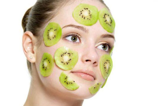 الكيوي ممكن نستخدمه ماسك للشعر ولبشرة الوجه