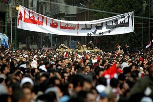"""رددت جموع الشعب المصري هتاف """"الشعب يريد إسقاط النظام"""""""